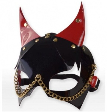 Черно-красная маска с рожками