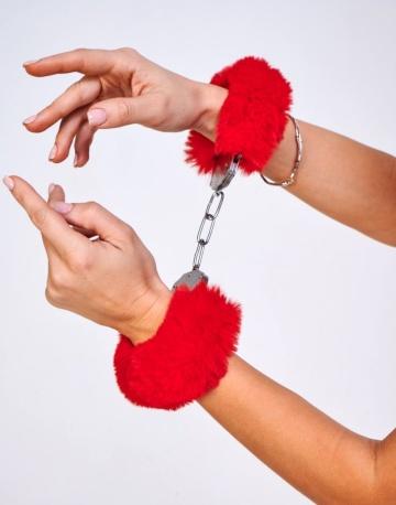 Шикарные наручники с пушистым красным мехом