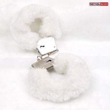 Белые меховые наручники на сцепке с ключиками