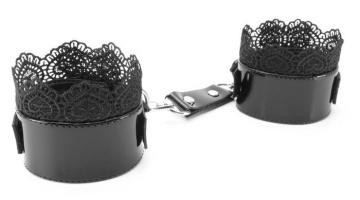 Изысканные чёрные наручники с кружевом
