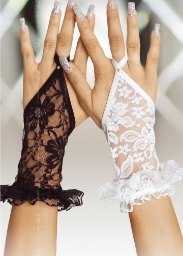 Короткие кружевные перчатки на пальчик